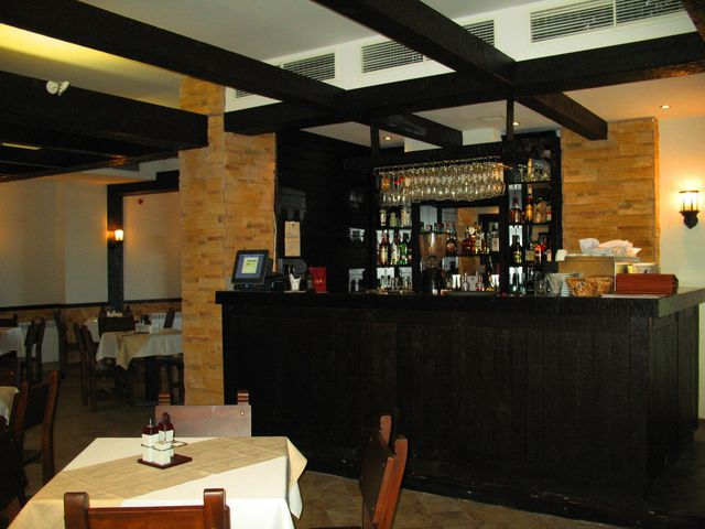 All Seasons Club - Food and dining